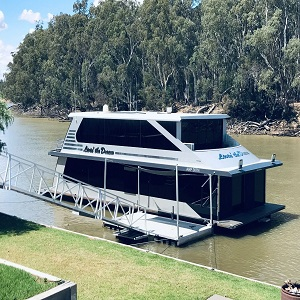 house boat on hire